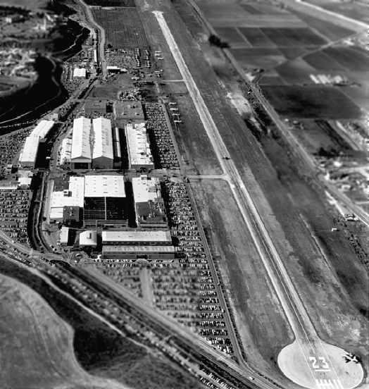 The Hughes Aircraft plant in it's heyday.  Among the cluster of buildings is one that still stands today: a hangar where Hughes' office was located and the H-1 Hercules -- aka the Spruce Goose -- was built.