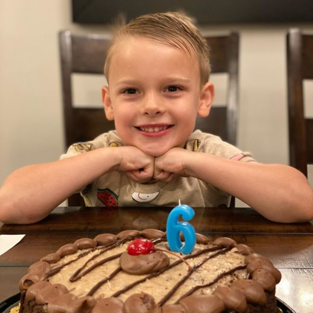 Somebody just turned SIX! And he seems to be pretty excited about it. Happy birthday little man! Dad ❤️'s you!